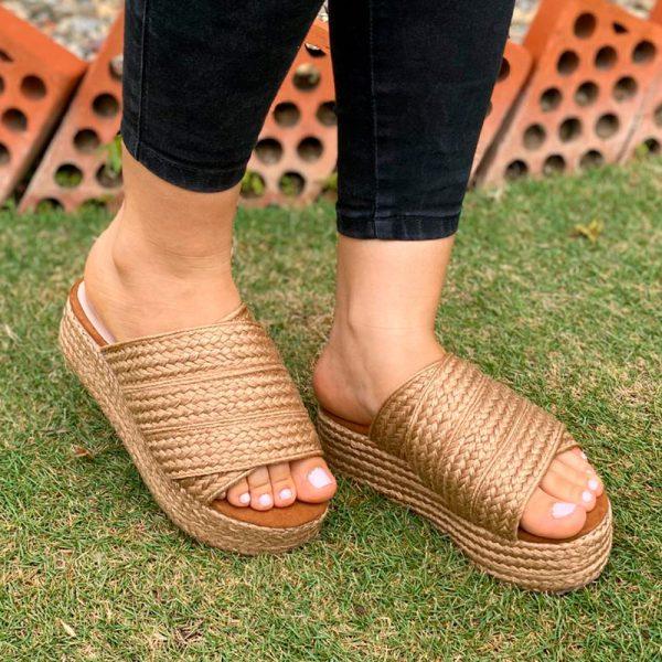 Zapatos zuecos plataforma plana en colores negro, nude y mostaza. Zapatos Mujer. Calzado Espia, Fabricante de zapatos para Mujer. Tienda virtual Colombia
